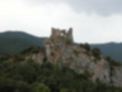 Photo montrant le château de Castel Sabarda à la sortie des gorges de San Jaume.