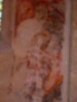 Anciennes penitures sur les murs de la chapelle de Centeilles. Ici, Saint Michel en armure terrassant le dragon.