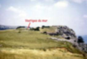 fortifications protohistoriques, cap barré du Cayla, vue des vestiges du mur.