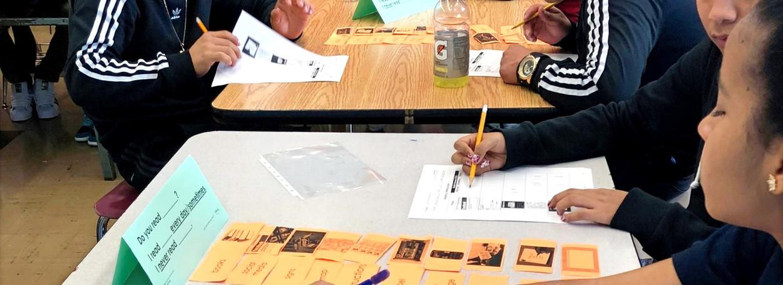 Les élèves utilisent des manipulations de phrases