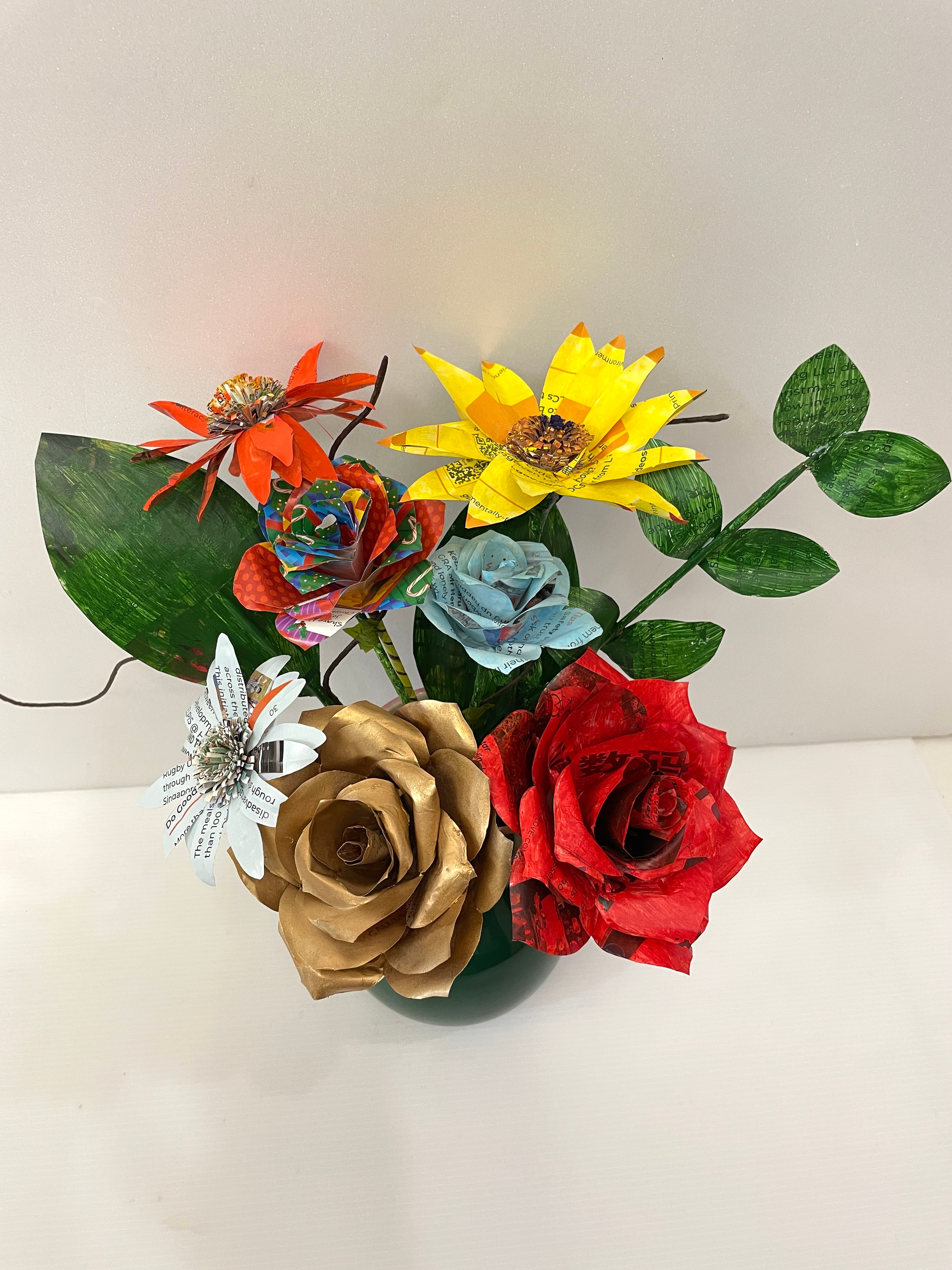 Upcycling workshop for paper flowers
