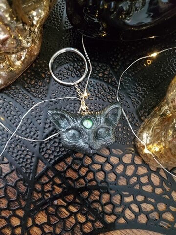Third eyes cat keychain