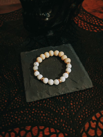 Howlite stones with wood beads