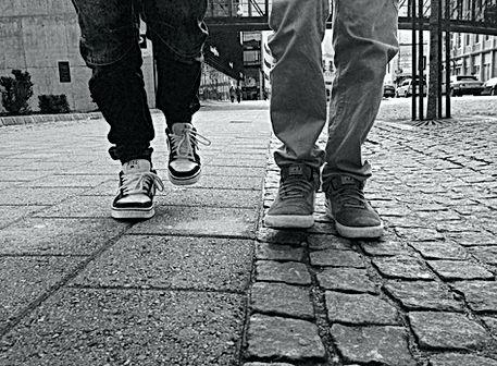 pieds dans la rue
