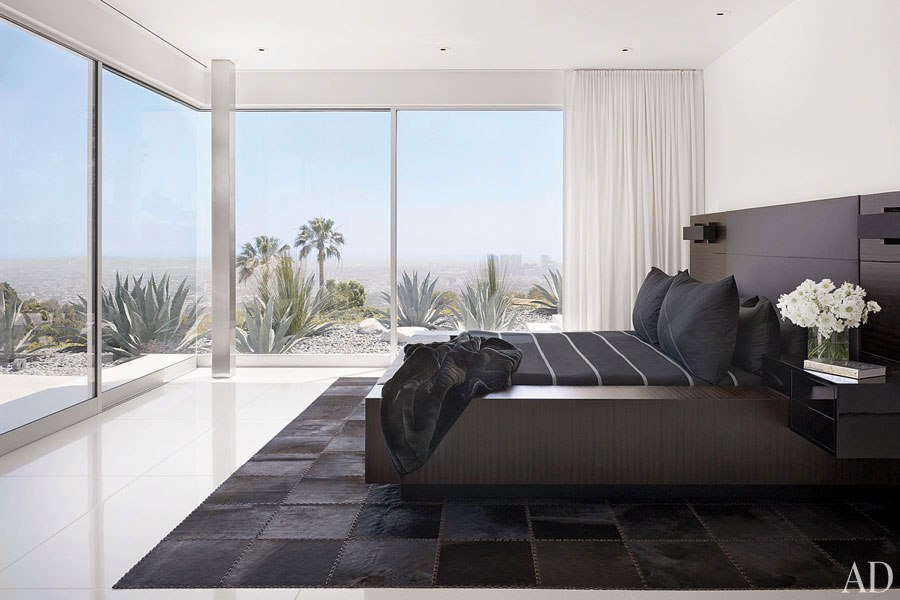 item8.rendition.slideshowHorizontal.james-magni-design-beverly-hills-home-09-bed
