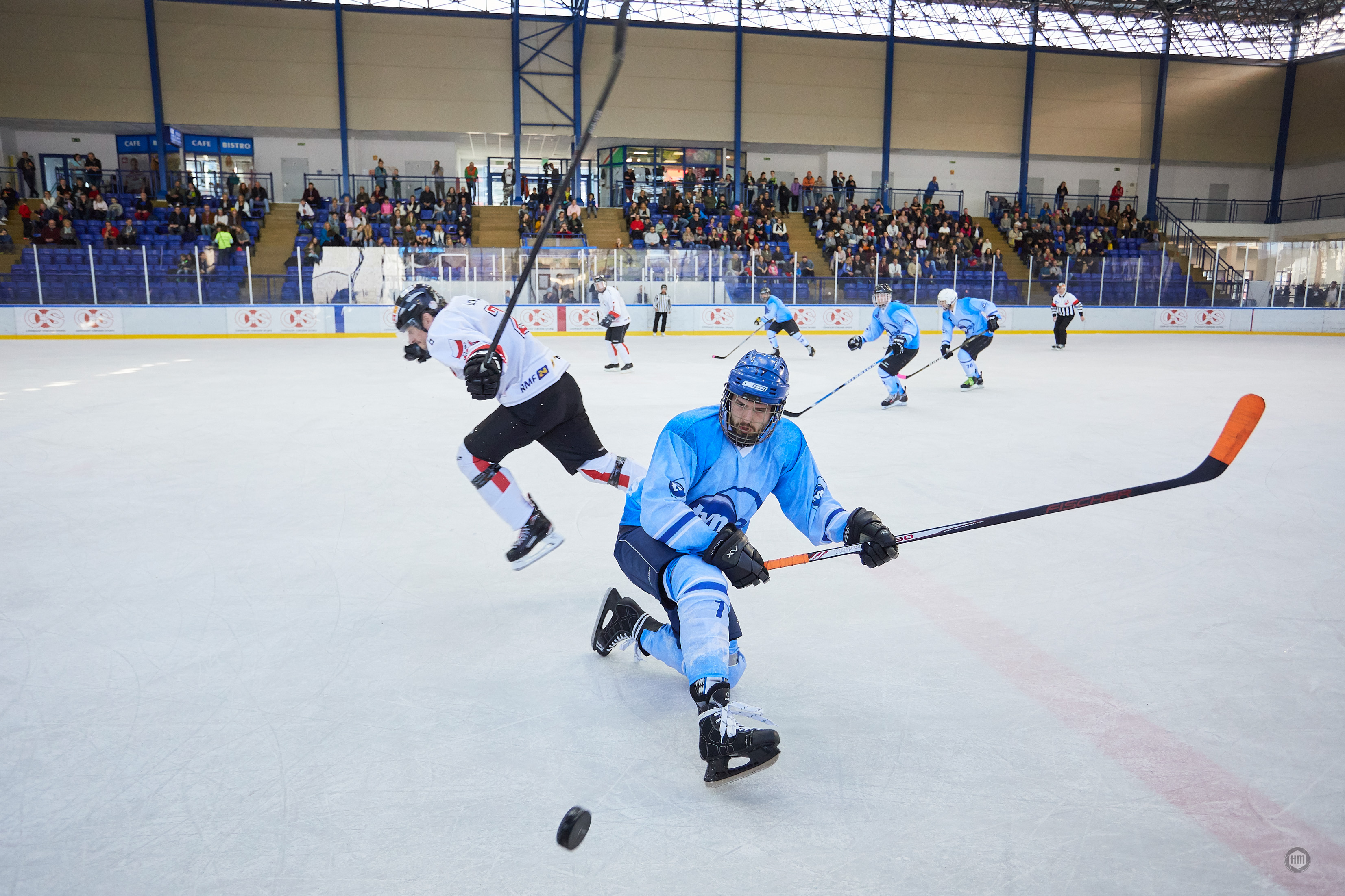 Hokejowe starcie TVN24 i artystów