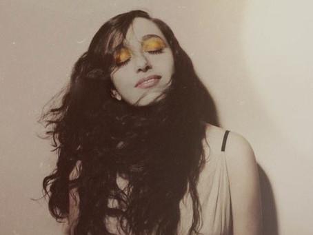 "Folk Newcomer Sarah McGowan Unveils New Track ""Willamsburg Boy"""