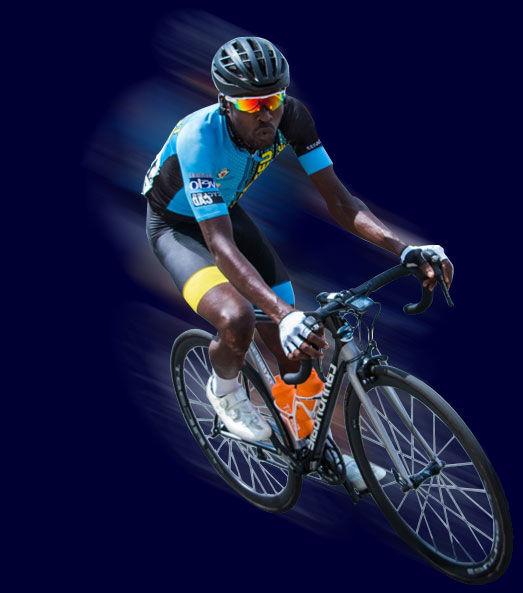 Cissé Isiaka, coureur du Team Cycliste Azuréen, en vélo