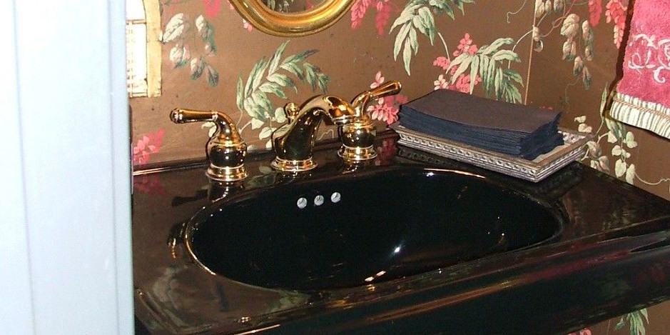Vartanian Powder Rm Pedestal Sink.jpg