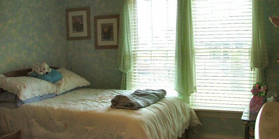Vartanian Bedroom 1.jpg