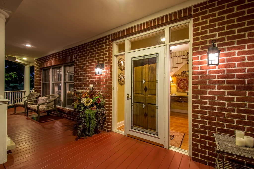 Residential Exterior Twilight Entry