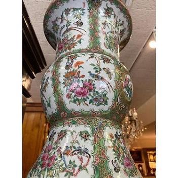 antique-rose-medallion-vase2.jfif