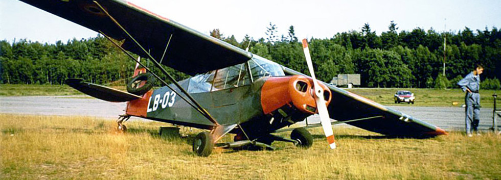 Piper L-21B Super Cub LB-03 after a heavy landing at Zoersel airfield.