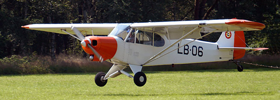 Piper L-21B Super Cub LB-06 landing at Zoersel/Oostmalle airfield.