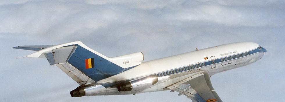 Boeing 727-29QC CB-01 in flight in its initial colour scheme.