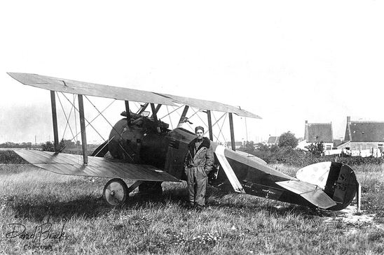 Sc-35 was the personal mount of pilot Ernest Mantel who is seen posing next to his aircraft.