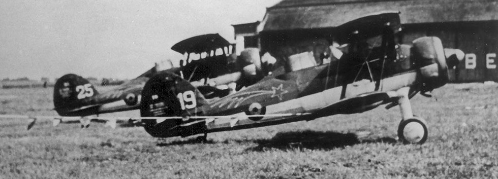 Gloster Gladiator I G-19 of 1/I/2Aé (Comet) at an airshow in the late thirties. Notice that the aircraft are connected with ribbons.