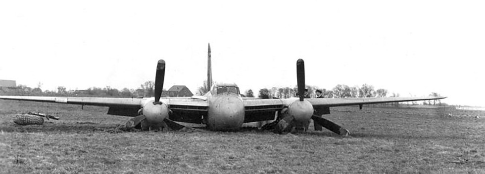 De Havilland DH.98 Mosquito T.3 MA-7/ND-A of N° 10 Squadron/1st Wing after a heavy landing at Beauvechain on March 21st, 1950.  The aircraft was stuck off charge soon afterwards.