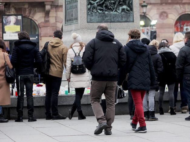 Travail en cours, offrande pour les victimes de l'attentat du 11 décembre 2018 sur la Place Kléber, résidence à Strasbourg.  Crédit photo : Magali B. Marchand