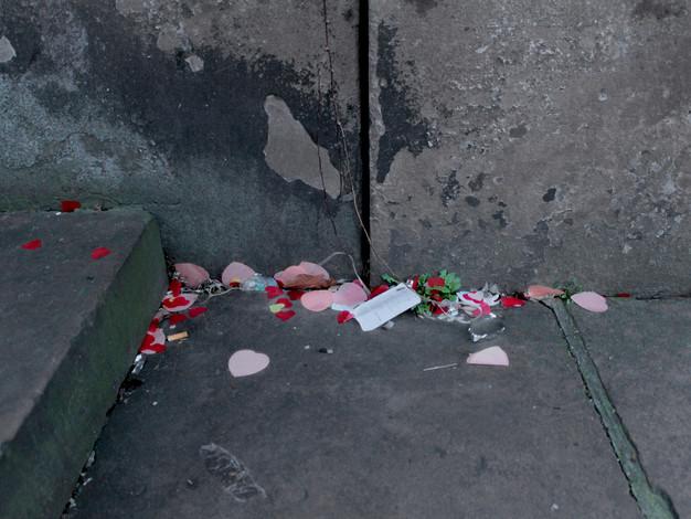 Confettis trouvés dans une rue de Strasbourg.  Crédit photo : Magali B. Marchand