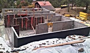 Mur béton banche sous bassement