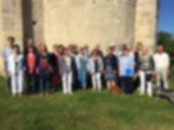 Photo de l'Ensemble Au Joly Bois devant l'église de Taxat