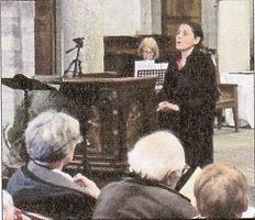Photo article journal sur Leila BOUHAJEB au concert des Noëls d'orient et d'occident avec le choeur Au Joly Bois