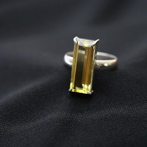 Anel de prata com green gold retangular