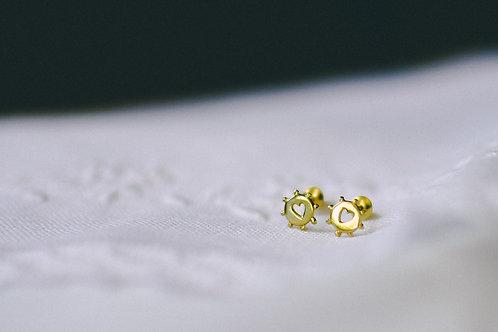 Brinco de ouro Disquinho com coração vazado