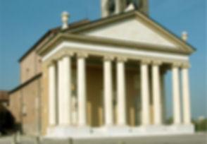 Pronao restaurato della chiesa dei S.ti Pietro e Paolo A postoli a Isola Rizza. Giampaolo Quirinali architetto.