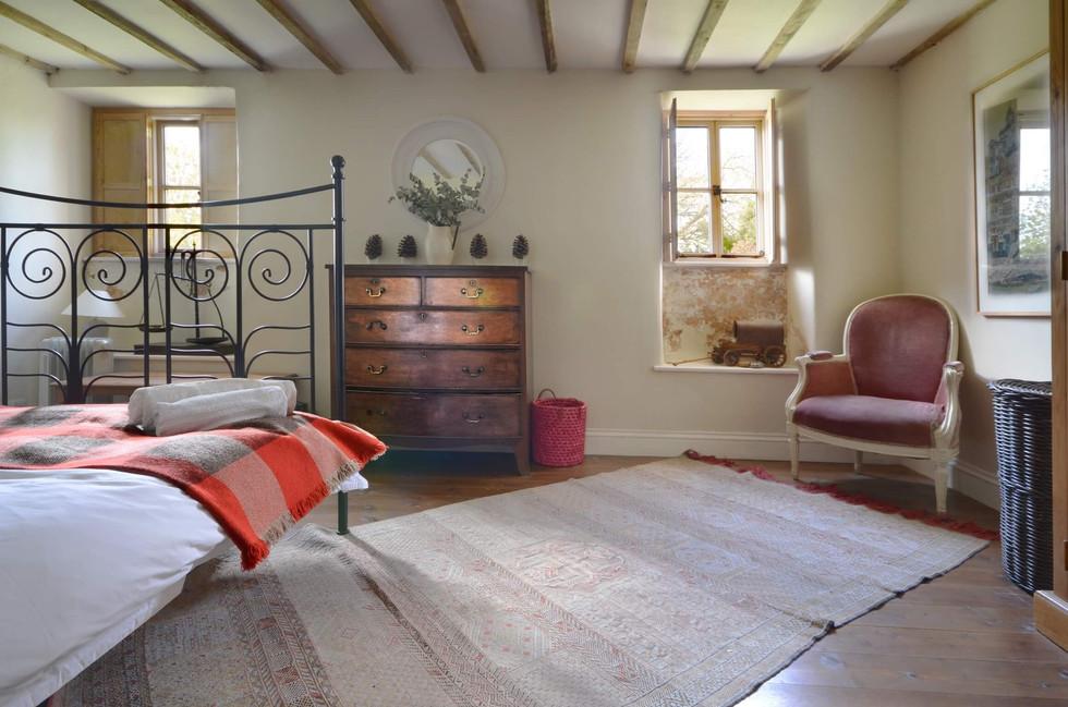 The_Longhouse_Bedroom_1_1.jpg