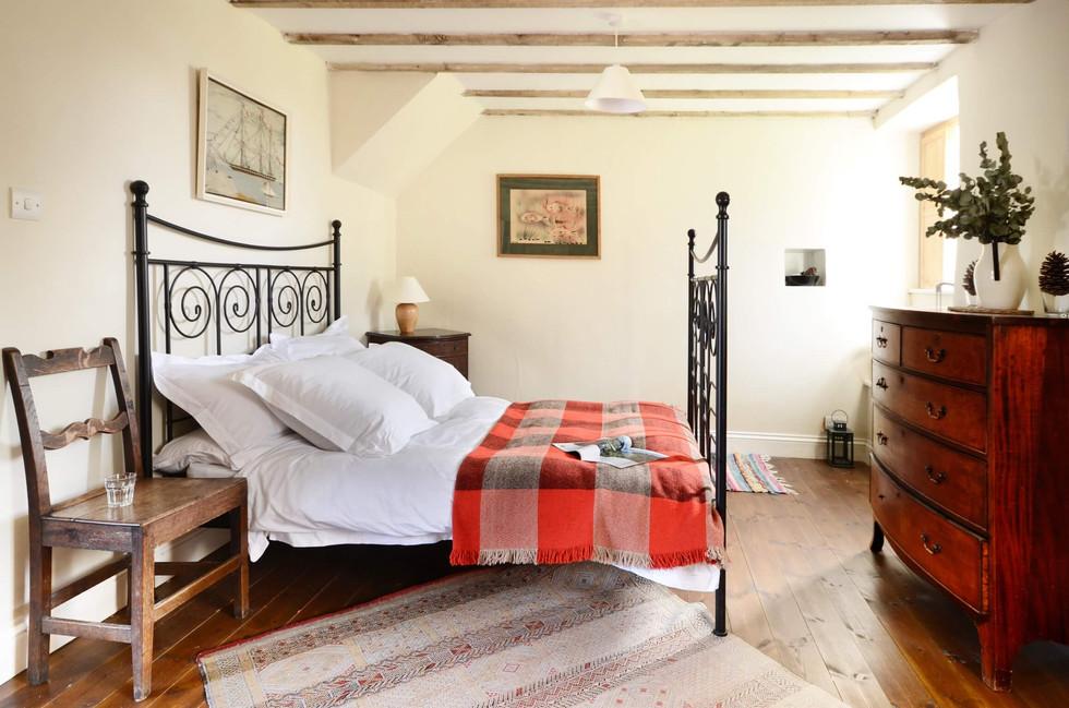 The_Longhouse_Bedroom_1_2.jpg