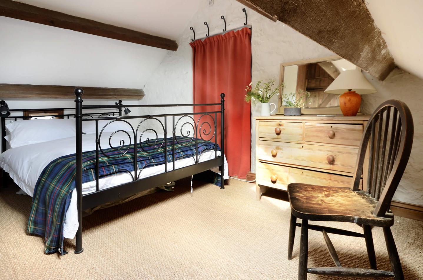 The_Granary_Bedroom_1_1.jpg