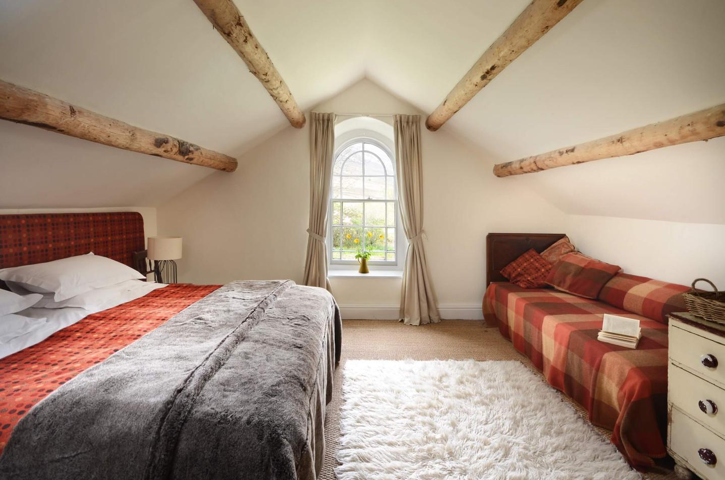 Mountain_Cottage_Bedroom_1_1.jpg