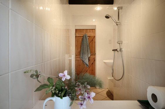 The_Longhouse_Bathroom_2.jpg