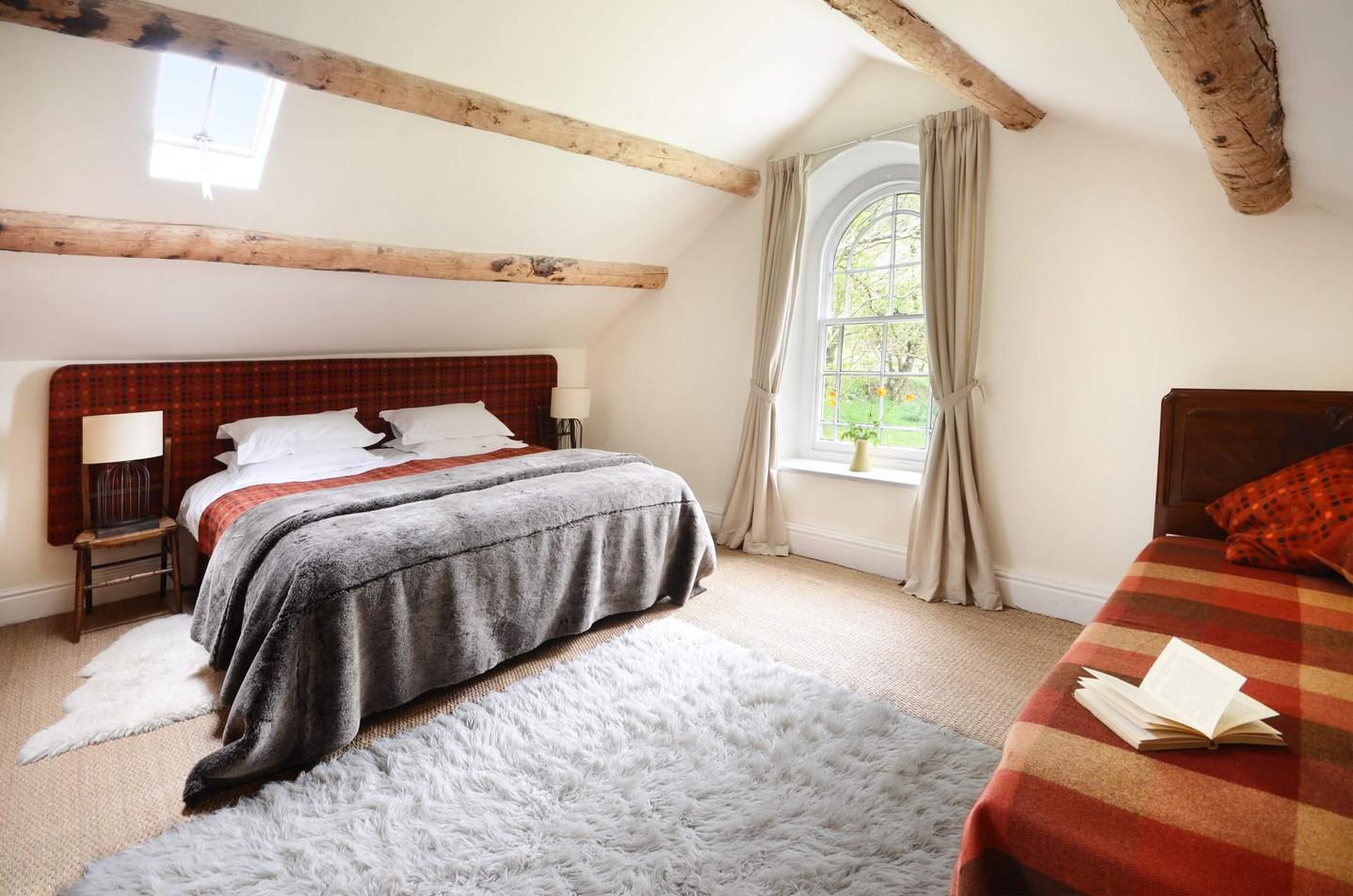 Mountain_Cottage_Bedroom_1_2.jpg