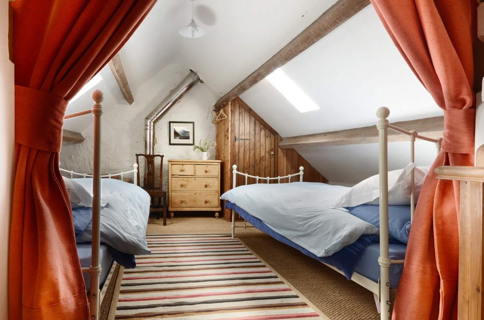 The_Granary_Bedroom_2_2.jpg