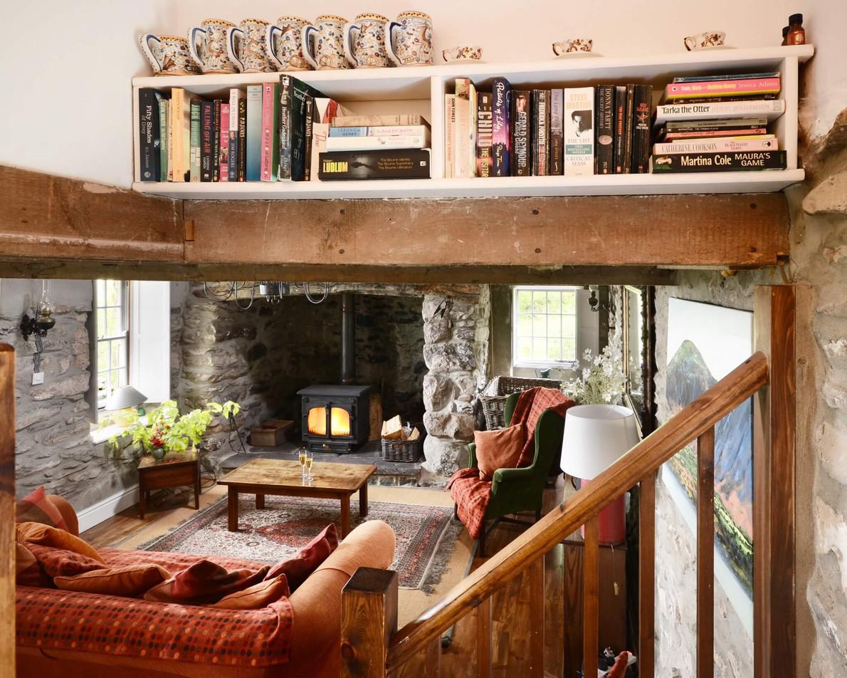 Mountain_Cottage_Living_Room_3.jpg