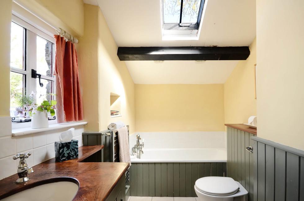 The_Longhouse_Bathroom_1.jpg