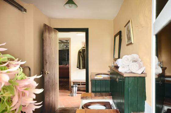 Mountain_Cottage_Bathroom_2.jpg