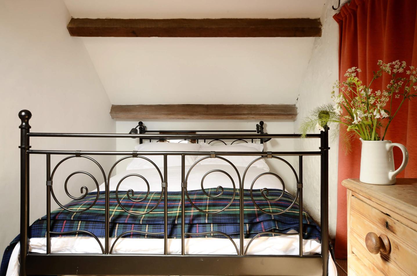 The_Granary_Bedroom_1_2.jpg