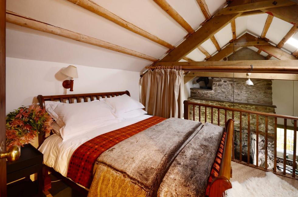 Mountain_Cottage_Bedroom_2_1.jpg