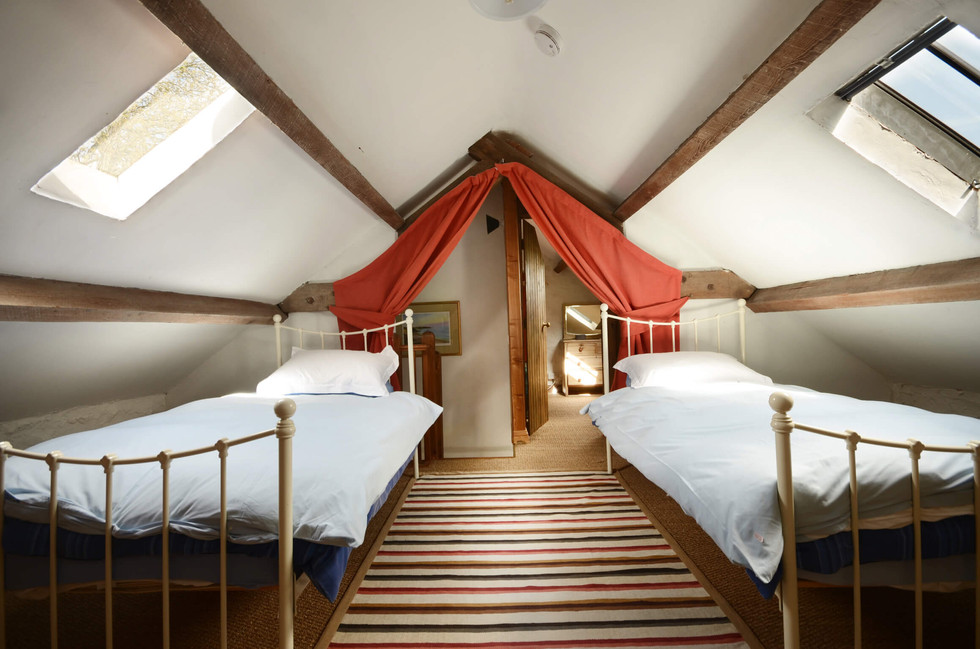 The_Granary_Bedroom_2_1.jpg