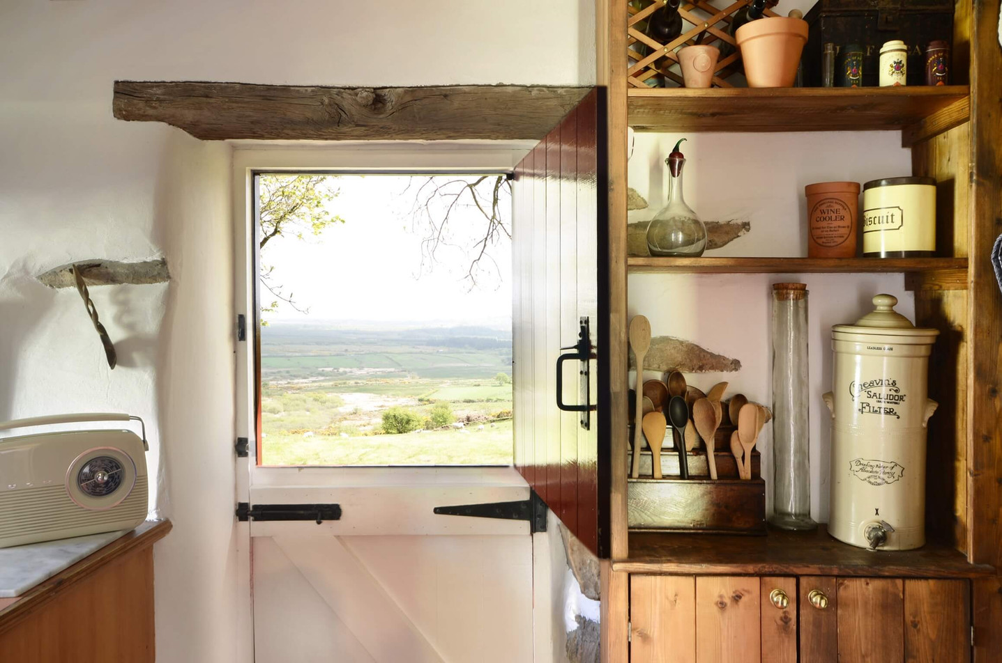 Mountain_Cottage_Kitchen_2.jpg