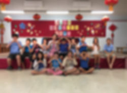 Mun Lun photo with students .jpg
