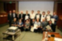 Photo-獲頒會議紀念座的嘉賓與夏華作協負責人合照.jpg