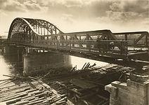 Budowa_mostu_Piłsudskiego_na_Wiśle,_au