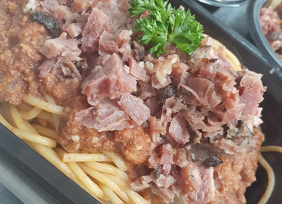 Spaguetti avec viande fumée