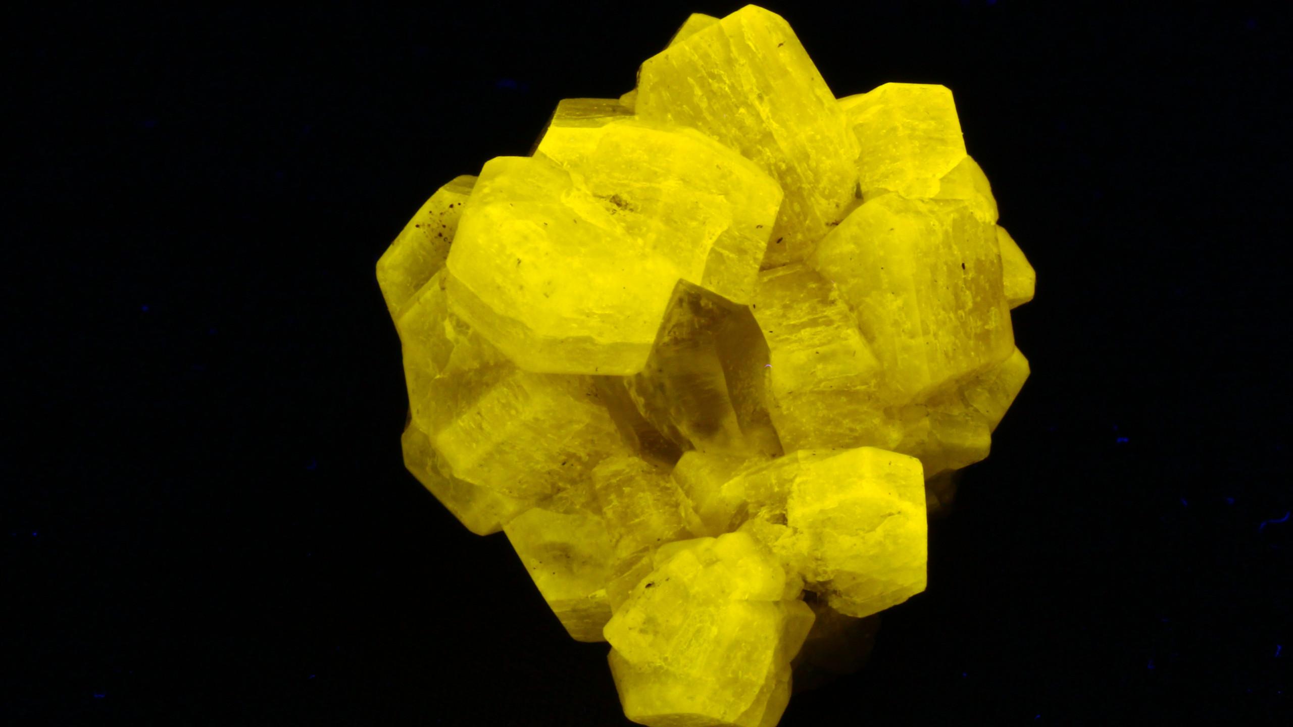 Fluorapatite, Quartz - Short Wave UV