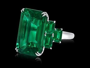 Classic Emerald Ring